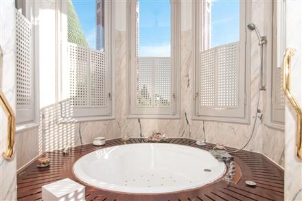 mansion Barcelona  master bathroom