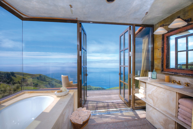 Big Sur home bathroom