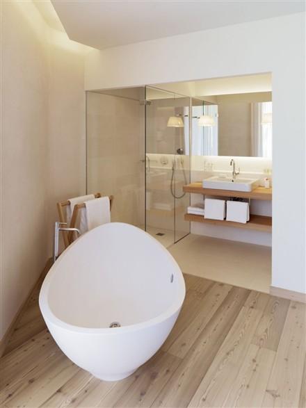 Edel Weiss Residences bathroom