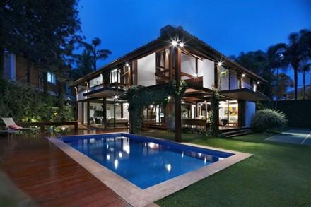 Garden House by David Guerra