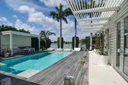 Shakira Miami Beach Mansion swimming pool