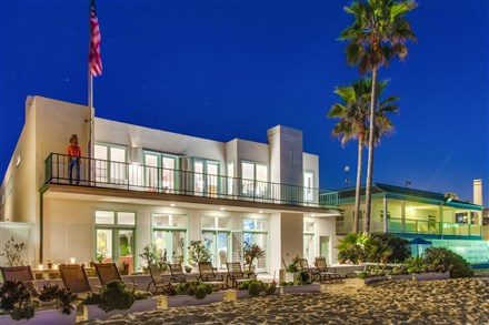 Del Mar racing CEO lists oceanfront home