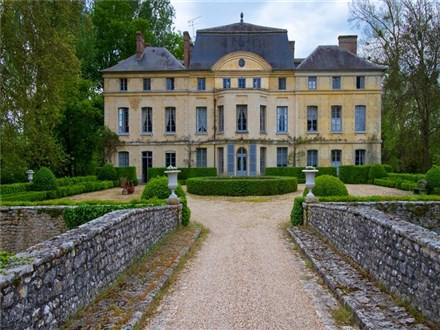 French actress Catherine Deneuve to sell €4 million château