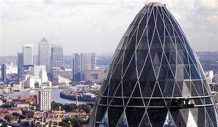 Overseas investment floods to London