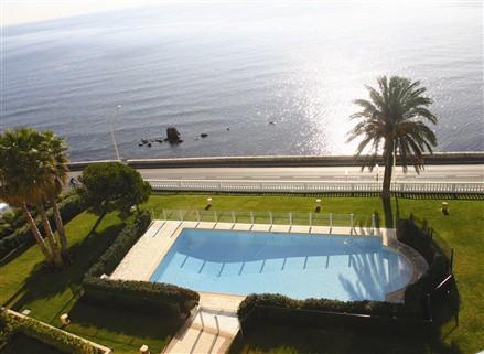 滨海高端住宅游泳池