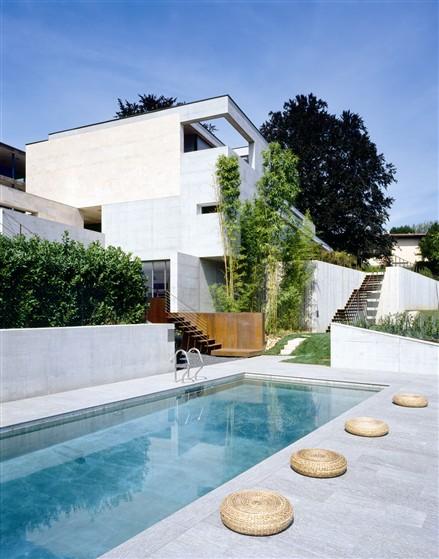 現代化別墅游泳池