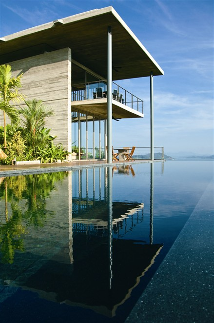普吉现代化别墅游泳池