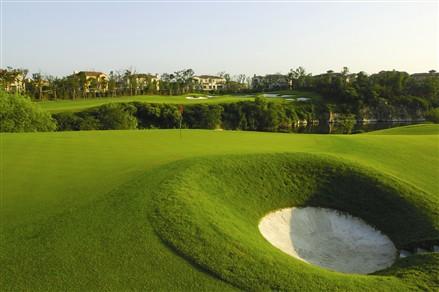 18洞72标准杆国际锦标赛级高尔夫球场