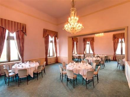 Chateau Hrubá Skála dining room
