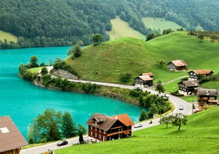 Homes Switzerland Lake Brienz