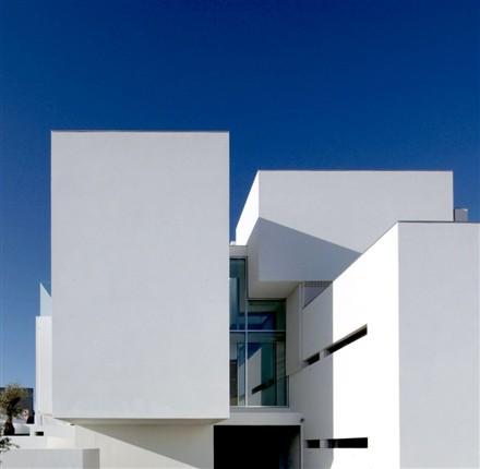 House in Paço de Arcos by Jorge Mealha
