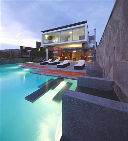 Contemporary CN Beach House Peru