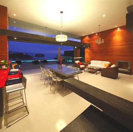 Contemporary CN Beach House Lima Peru