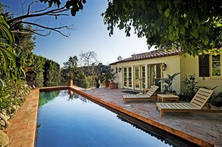 Scarlett Johansson home pool